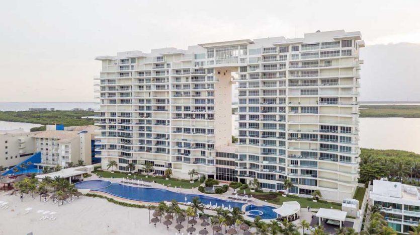 Lahia 3 Bedroom Beachfront Condo